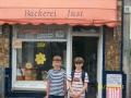 Vor der Bäckerei